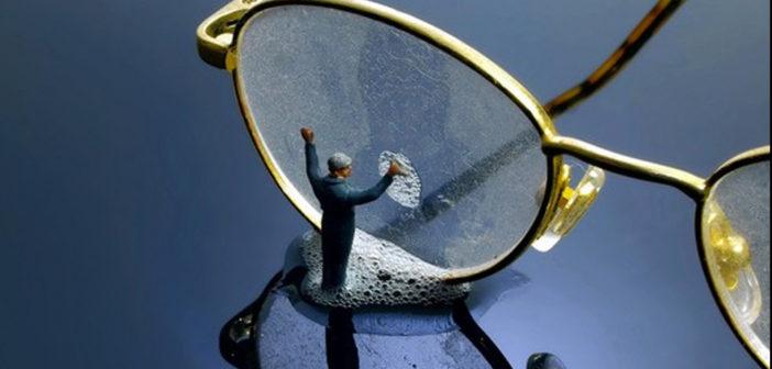 Saiba como limpar corretamente seus óculos